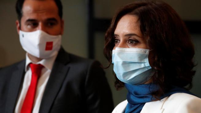 Isabel Díaz Ayuso, tras su intervención en el debate sobre el estado de la región, junto a Ignacio Aguado.