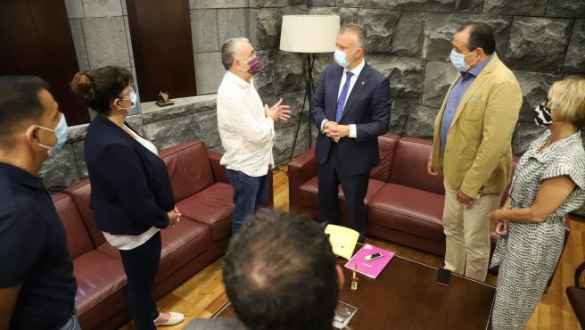 El secretario general de UGT, Pepe Álvarez, con el presidente de Canarias, Ángel Víctor Torres