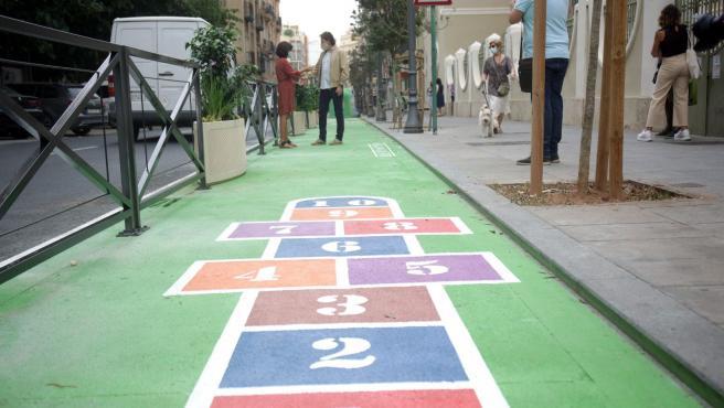 Actuación peatonal frente al colegio Balmes de València.