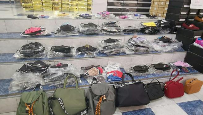 avión riega la flor jurar  Intervienen más de 1.200 mascarillas falsificadas en una tienda en Santa  Cruz de Tenerife
