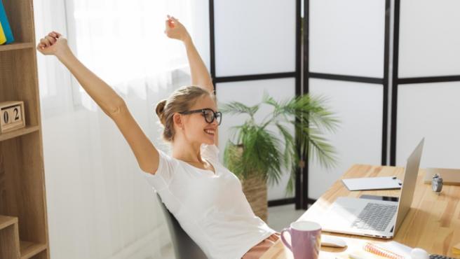 La silla de escritorio es muy importante a la hora de evitar molestias musculares.