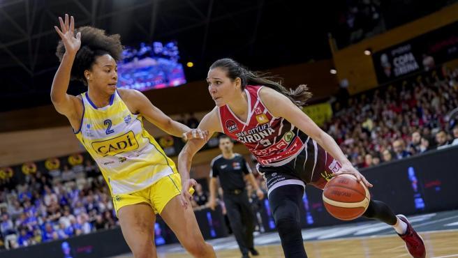 Partido de la Liga Femenina de baloncesto entre el Cadi La Seu y el Girona