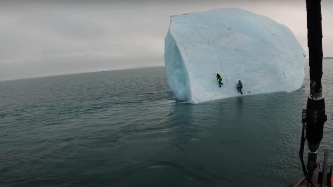 el-escalador-michael-horne-y-su-companero-sobre-un-iceberg-en-el-artico