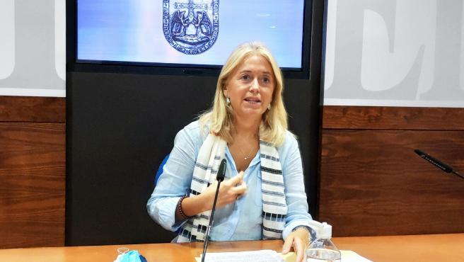 La portavoz de Vox en el Ayuntamiento de Oviedo, Cristina Coto, en rueda de prensa.
