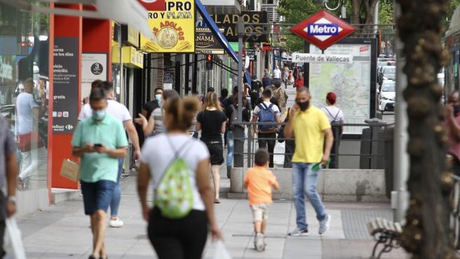 Imagen de una calle de Puente de Vallecas, en Madrid, durante la pandemia de la Covid.