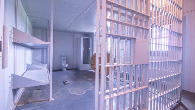 Así, el lugar cuenta con nueve celdas completas a las que no les falta ningún detalle. Hay puertas con barrotes, ventanas y todos los mecanismos necesarios para garantizar el ingreso de los presos. (Foto: House of Brokers Realty).
