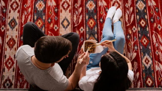 Las alfombras le dan al hogar un toque calido muy agradable.