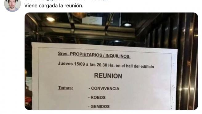 Un tuitero publica un curioso cartel sobre una reunión de vecinos.