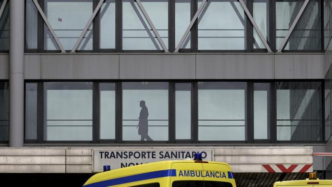 A Coruña Hospital Universitario de A Coruña doinde está ingresado el primer caso en Galicia del Coronavirus Pacientes paseando por los pasillos acristalados 04/03/2020 Foto: M. Dylan / Europa Press