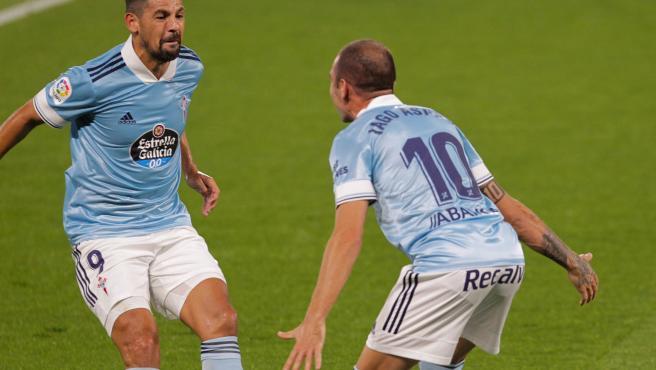 Nolito celebra con Iago Aspas el gol del Celta ante el Valencia.
