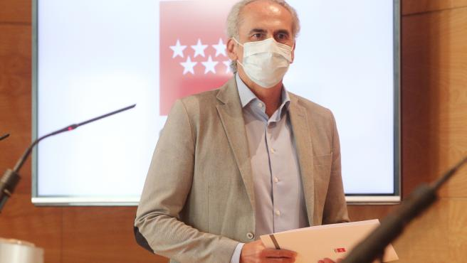 El consejero de Sanidad de la Comunidad de Madrid, Enrique Ruiz Escudero, da a conocer la actualización de las medidas de protección frente al COVID-19, en la Real Casa de Correos, en Madrid (España), a 4 de septiembre de 2020.
