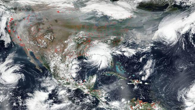 El satélite Aqua de la NASA capturó esta imagen en color real de los Estados Unidos el 15 de septiembre