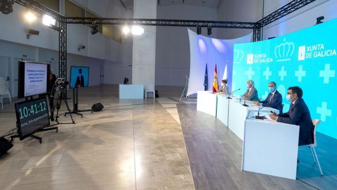 O secretario xeral técnico da Consellería, Manuel Vila, e o director xeral de Asistencia Sanitaria, Jorge Aboal, participan nun webinar para explicar o funcionamento da aplicación Educovid.