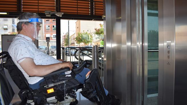 Usuario de Metrovalencia con movilidad reducida