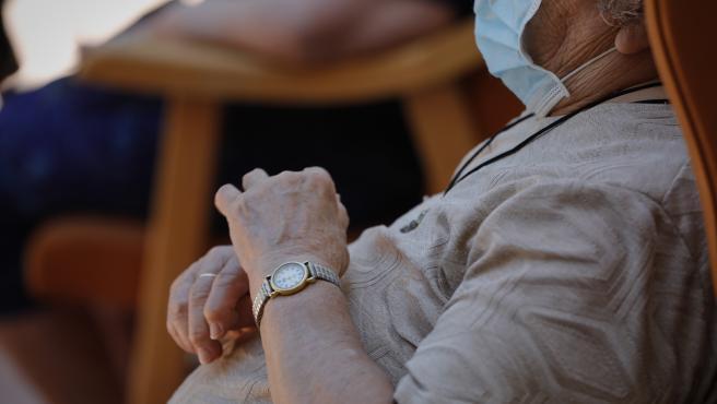 Una persona mayor en una residencia de ancianos en una imagen de archivo.
