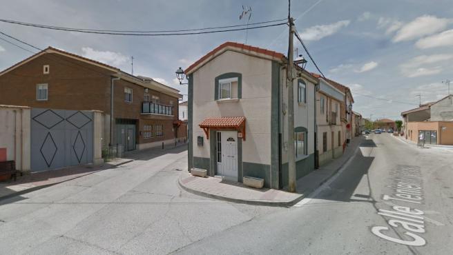La vivienda okupada en Renedo de Esgueva (Valladolid) que ha sido tapiada por los vecinos.