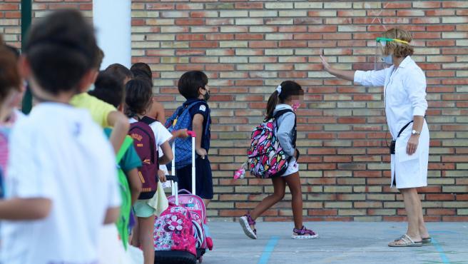MLG 10-09-2020.-Primer día del curso escolar donde se aplicarán las medidas preventivas diseñadas por la Junta contra el COVID-19, en la imagen el colegio público, Federico García Lorca.-ÁLEX ZEA.