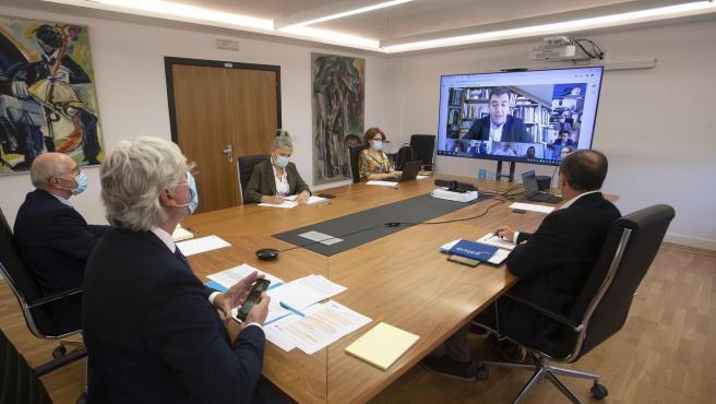 O conselleiro de Cultura, Educación e Universidade, Román Rodríguez, preside por videoconferencia a reunión constitutiva do Comité Educativo.