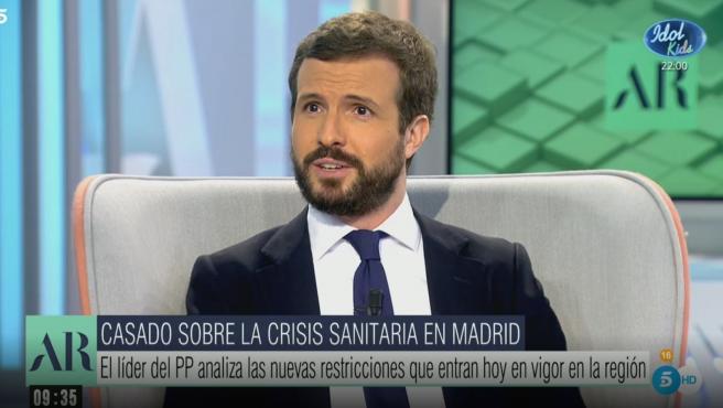 El presidente del PP, Pablo Casado, durante una entrevista en Telecinco.