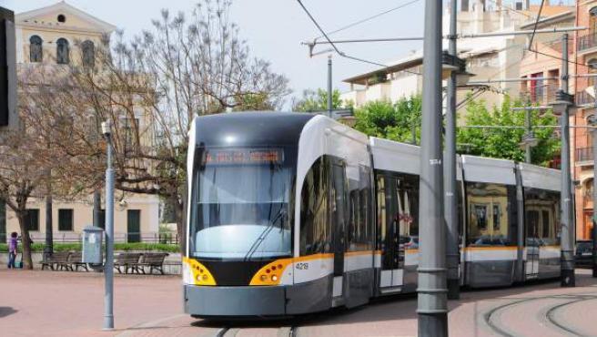 Una línea del tranvía de Metrovalencia.