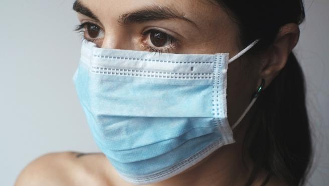 'Maskné', en inglés, proviene de la palabra mask (mascarilla) y acné, se produce por el roce de tejidos.