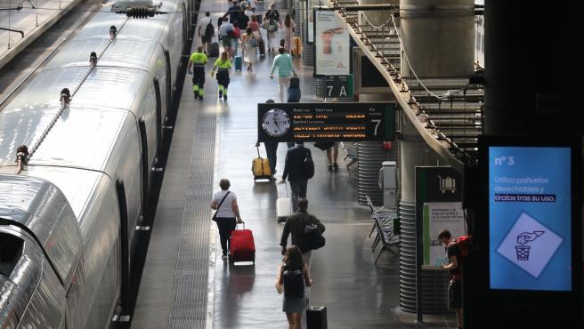 Estación de Madrid-Puerta de Atocha el viernes previo al primer fin de semana tras el estado de alarma