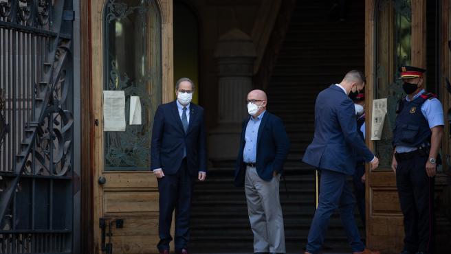 El presidente de la Generalitat, Quim Torra, entra en el TSJC para declarar por una segunda causa de desobediencia acompañado de su abogado, Gonzalo Boye.