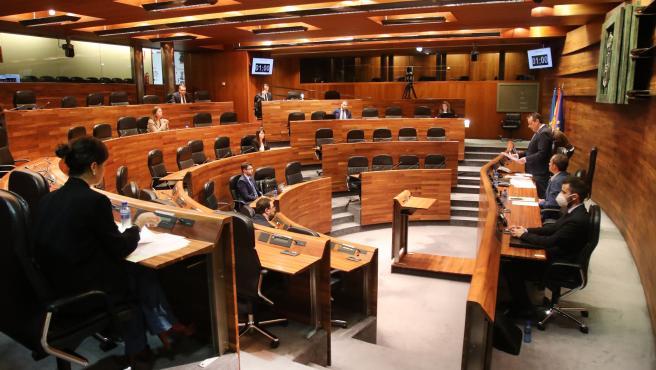Imagen de archivo de un pleno semipresencial de la Junta General del Principado de Asturias.