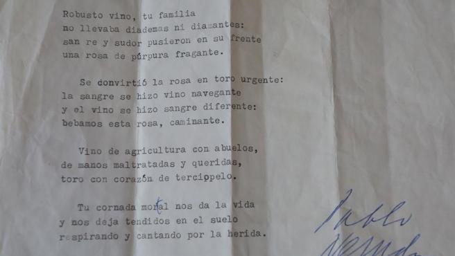 """Reproducción fotográfica de la versión preliminar recientemente hallada del soneto """"Sangre de Toro"""", cedida por la Universidad de Chile hoy, en Santiago (Chile)"""