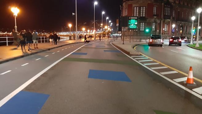 Zona peatonalizada del paseo del Muro, rebautizada popularmente como el 'Cascayu', en Gijón
