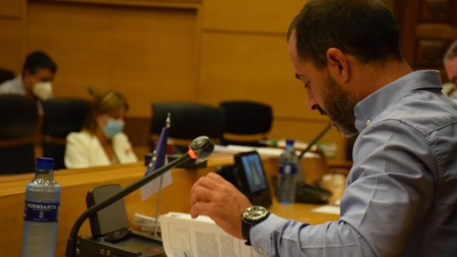 El alcalde de Siero, Ángel García, durante el pleno de aprobación de los presupuestos.