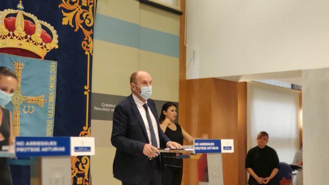 El vicepresidente del Gobierno asturiano, Juan Cofiño, en rueda de prensa.