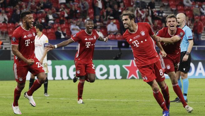 Javi Martínez celebra su gol en la Supercopa de Europa entre Sevilla y Bayern.