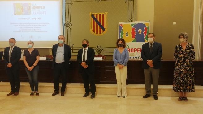 Participantes en el acto del Parlament con motivo del Día Europeo de las Lenguas.