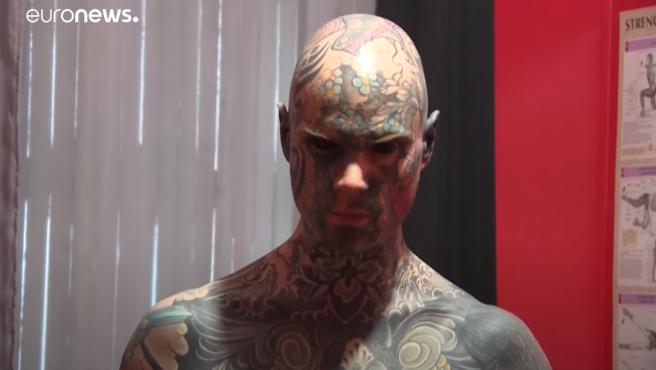 Sylvain Helaine, conocido como Freaky Hoody, el profesor de primaria con todo el cuerpo tatuado.