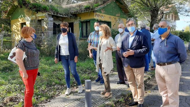 Visita de representantes del PP a Perlora
