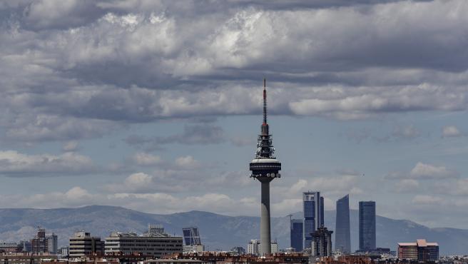Vista de Madrid, con Torrespaña y las Cuatro Torres al fondo.