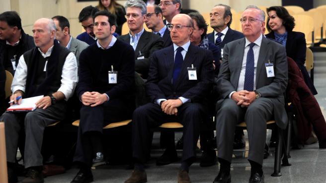 El antiguo presidente del grupo Pescanova Manuel Fernández de Sousa (d), junto a los máximos responsables de la empresa entre 2009 y 2013.