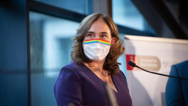 La alcaldesa de Barcelona, Ada Colau, durante la rueda de prensa presencial y telemática, en Barcelona, Catalunya, (España), a 18 de septiembre de 2020. Según han anunciado, la capital catalana acogerá en mayo de 2021 un nuevo foro internacional sobre el