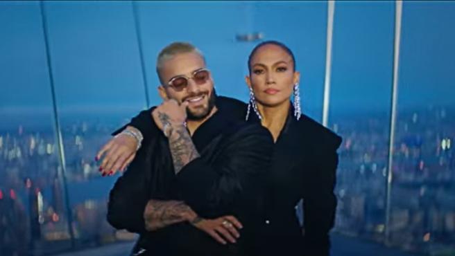 Maluma y Jennifer López, en el videoclip de Pa' Ti y Lonely.