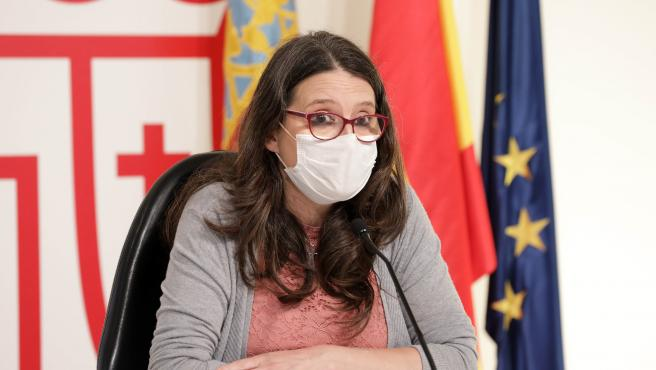 Mónica Oltra con mascarilla en rueda de prensa