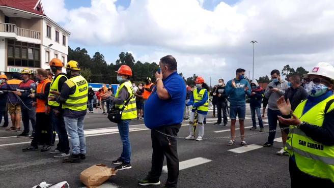 Trabajadores de Alcoa vuelven a cortar el tráfico
