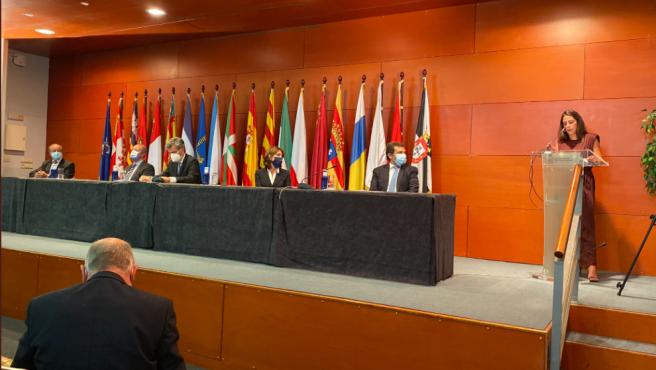 Cristina Menéndez pronunciando su discurso durante la entrega de despachos a los nuevos jueces.