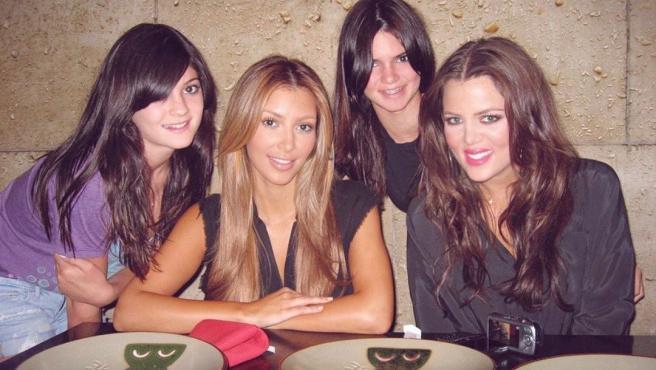 Imagen publicada por Kim Kardashian en Instagram junto a sus hermanas Kylie Jenner, Kendall Jenner y Khloe Kardashian.
