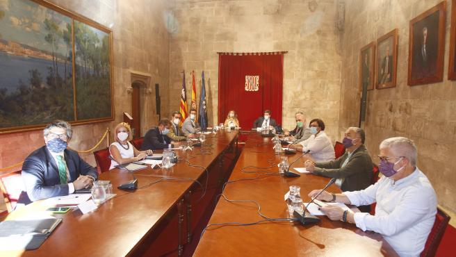 Celebración de la Mesa de diálogo social en la sede de la Presidencia del Govern balear, en Palma de Mallorca.