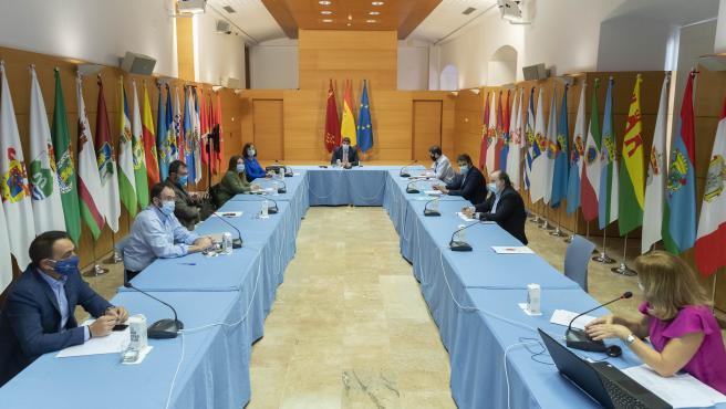 El presidente de la Comunidad, Fernando López Miras, preside la reunión del Comité de Seguimiento Covid-19