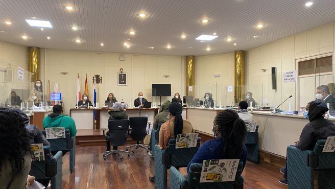 Juicio contra siete acusados de red de trata
