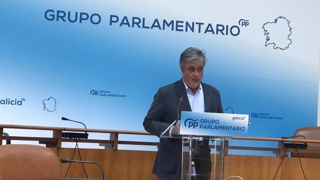 Pedro Puy, portavoz del Grupo Parlamentario del PPdeG, en rueda de prensa este lunes