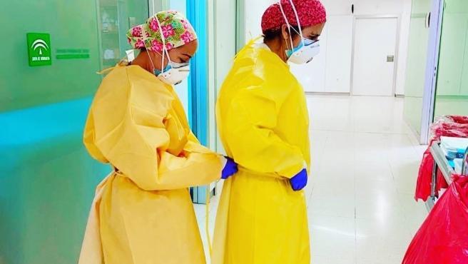 Profesionales sanitarios en el Hospital Clínico de Málaga que han atendido a pacientes con COVID-19 durante la pandemia
