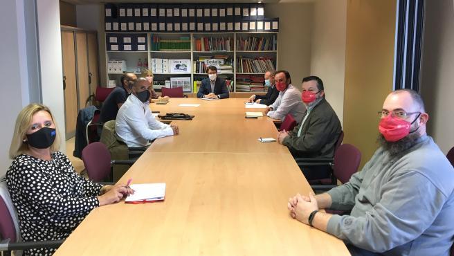 Reunión del consejero de Industria, Enrique Fernández, con los secretarios generales de UGT-FICA, Jenaro Martínez, y de la Federación de Industria de CCOO, Damián Manzano, así como con los delegados sindicales en Duro Felguera.